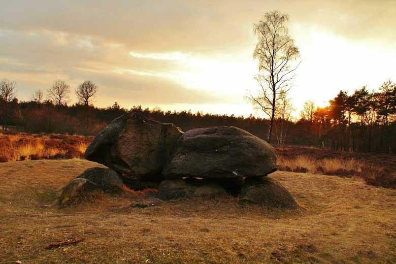 Hunebed bij zonsondergang